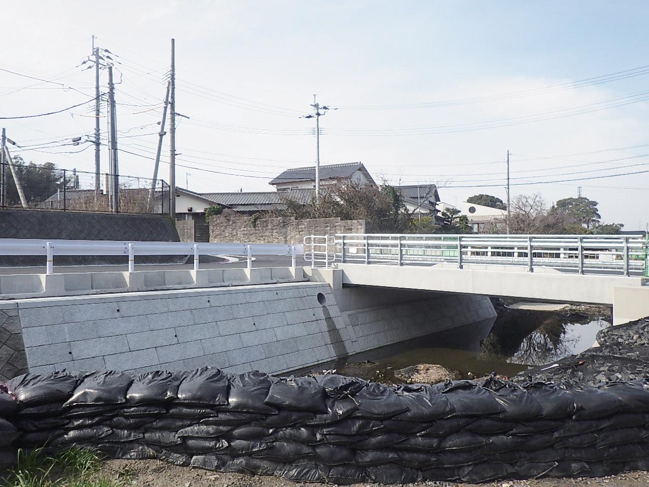 笹尾川(蕪良川1号橋) 橋梁工事 (30-1)